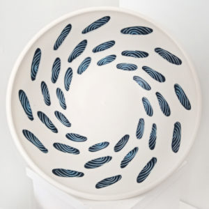 Extra large porcelain bowl with clams